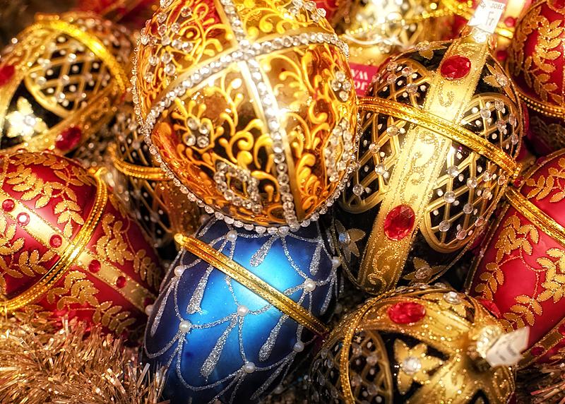 Bolas de navidad en la tienda de Johann Wanenner en Basilea, Suiza